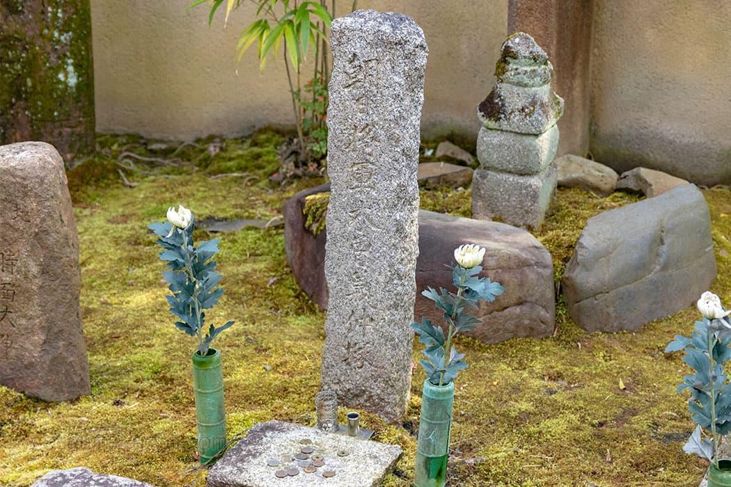 八坂の塔(法観寺)の木曽義仲公の首塚