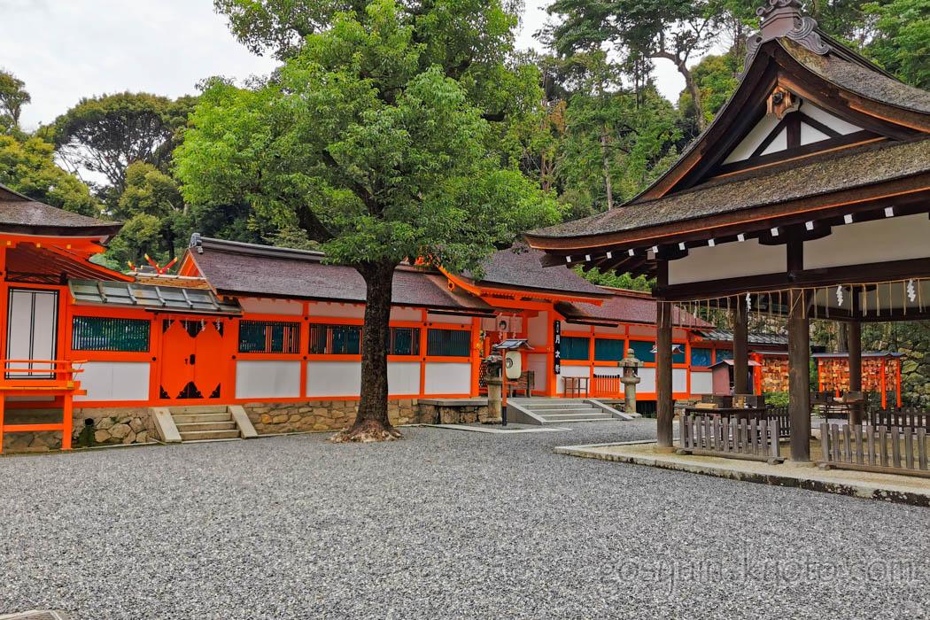 吉田神社の本宮
