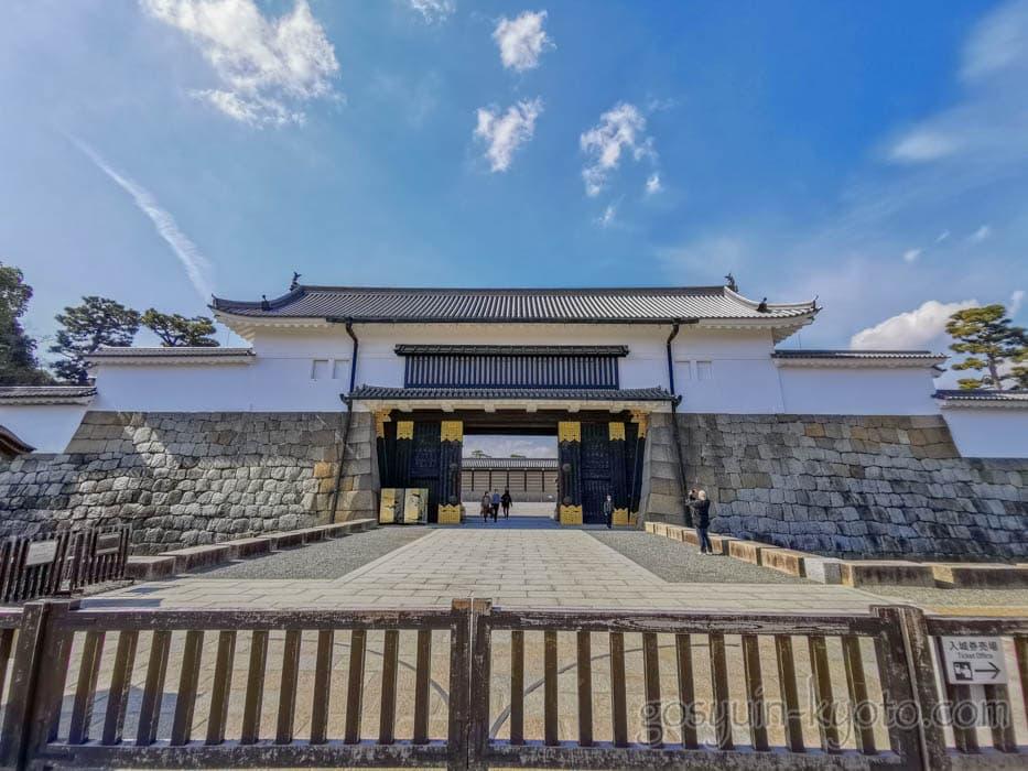 二条城の入城口