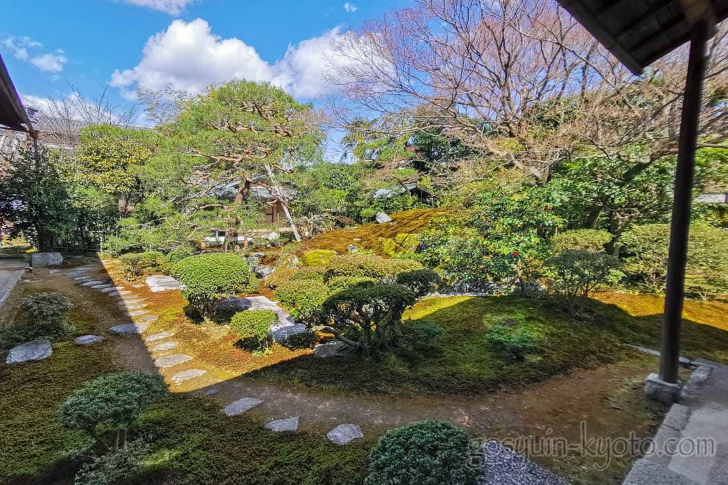 京都市上京区にある宝鏡寺の庭
