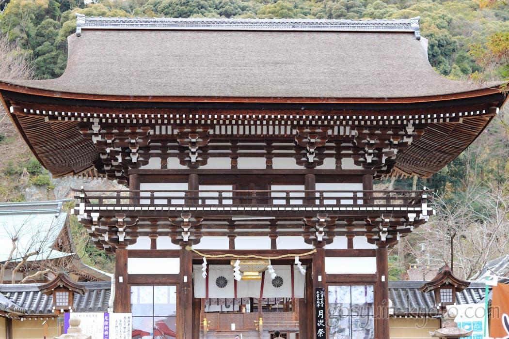 京都市西京区の松尾大社の楼門