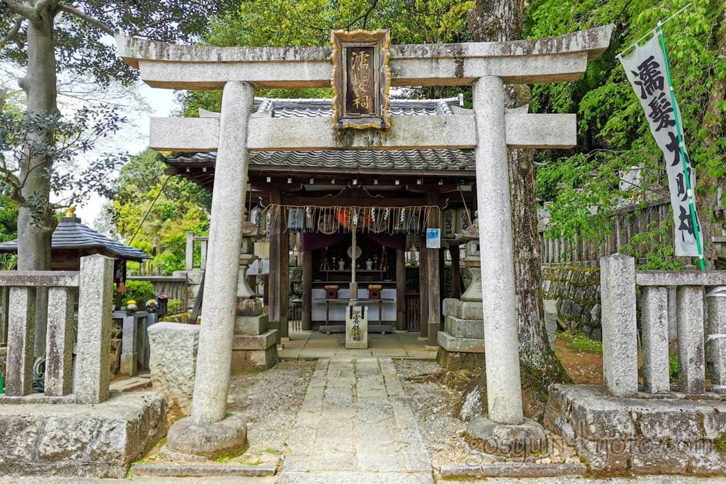 京都市東山区の知恩院の濡髪大明神