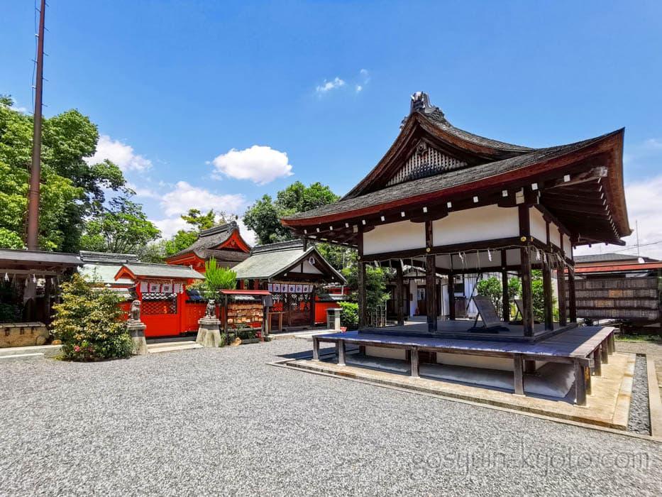 福王子神社の境内