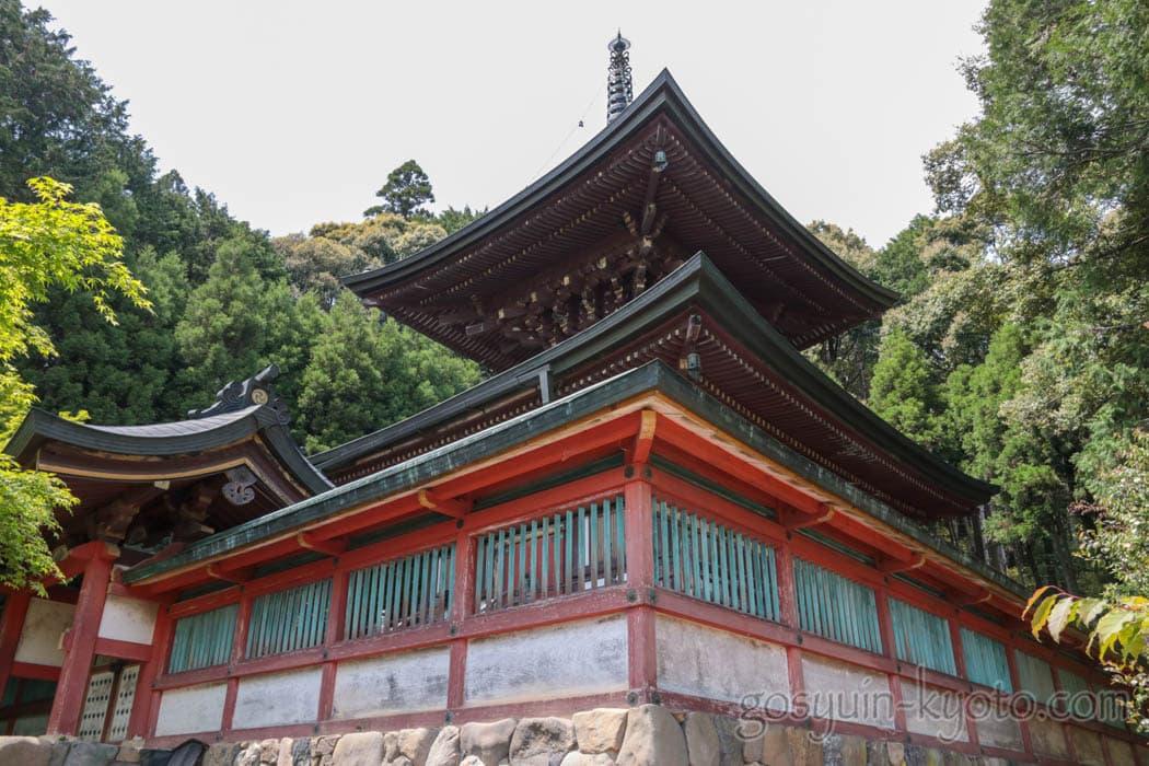 京都市右京区の神護寺の多宝塔