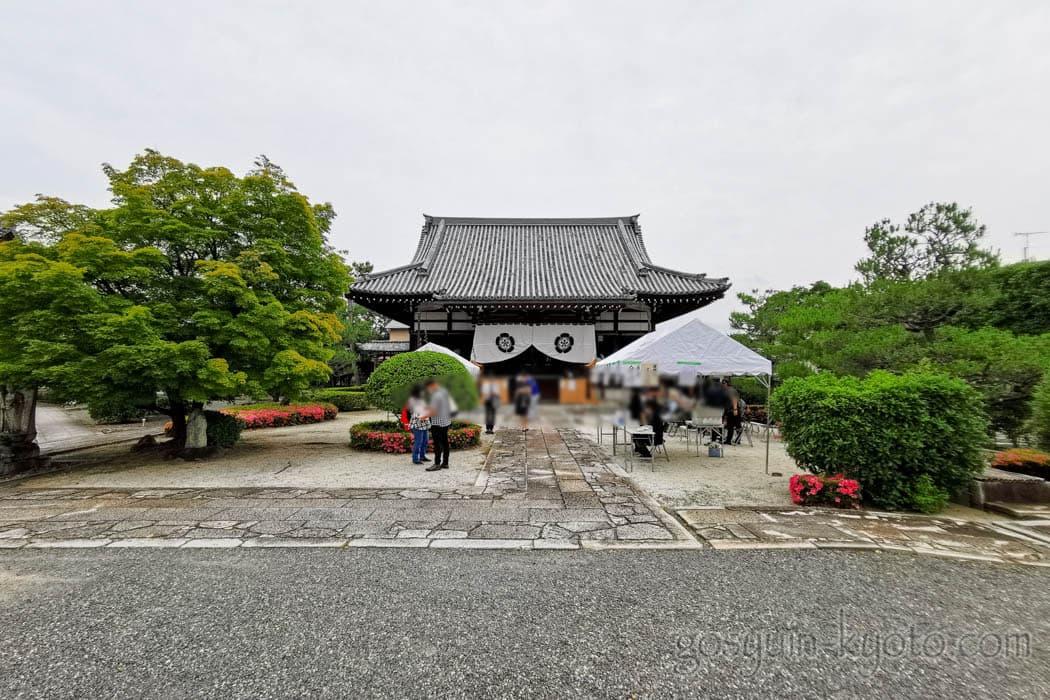 京都市上京区の阿弥陀寺の本堂