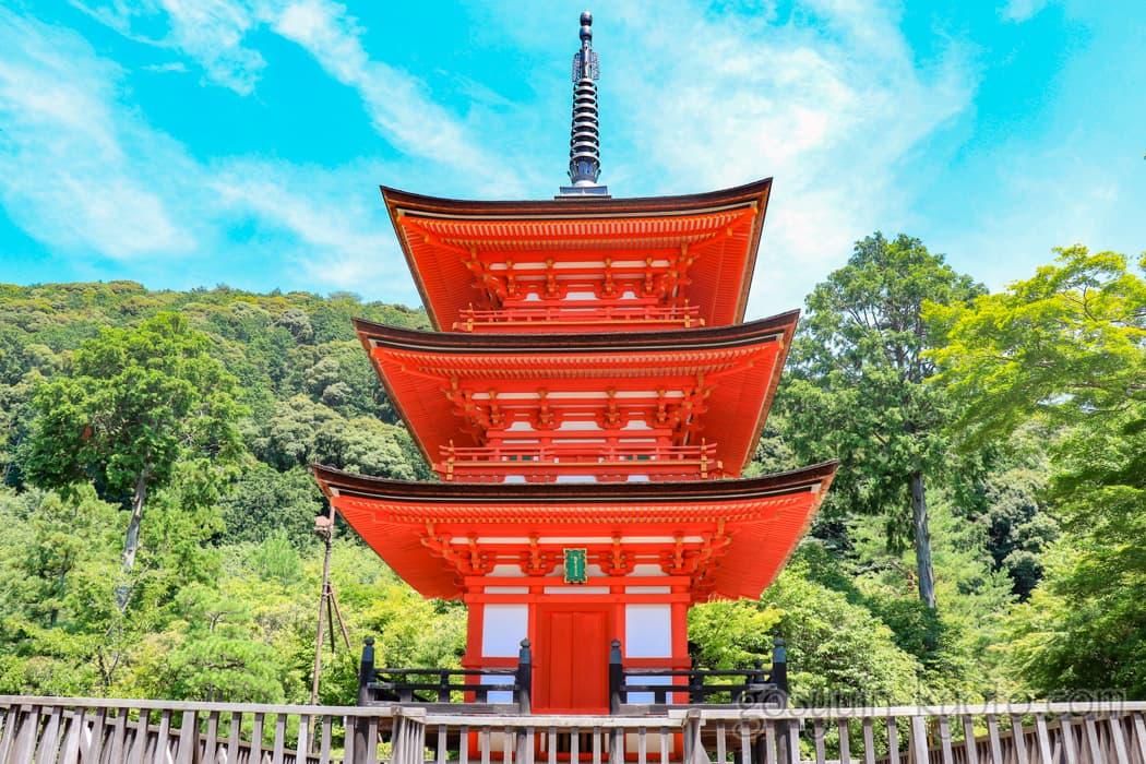 京都市東山区の清水寺の泰産寺