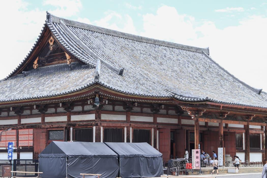 京都市南区の東寺の食堂