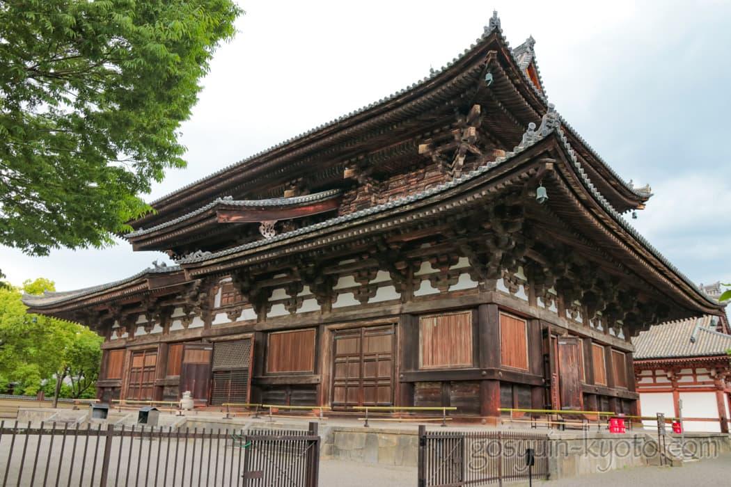 京都市南区の東寺の金堂