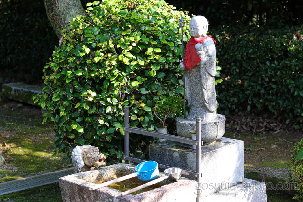 京都市東山区の悲田院の水かけ地蔵