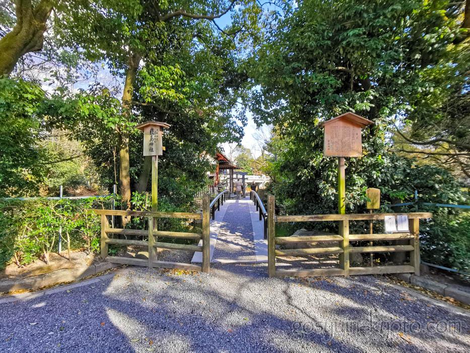 京都御苑の厳島神社の入口
