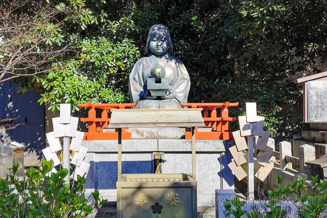 千本釈迦堂のおかめ塚