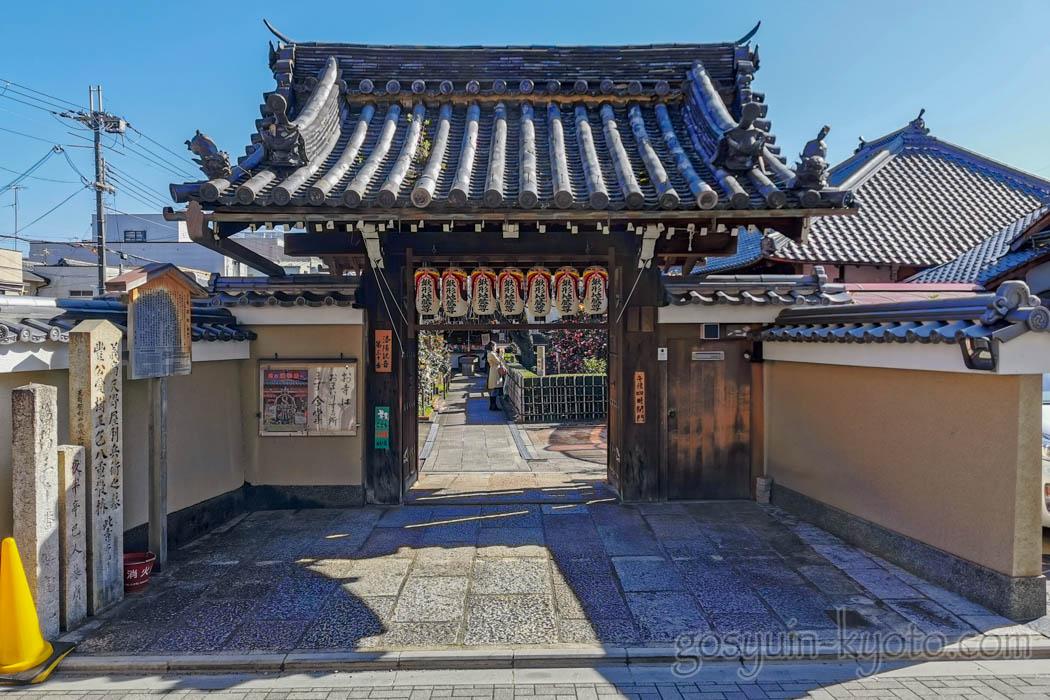 椿寺(地蔵院)の山門
